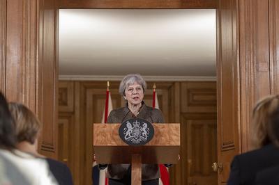 Theresa May bei einer Pressekonferenz