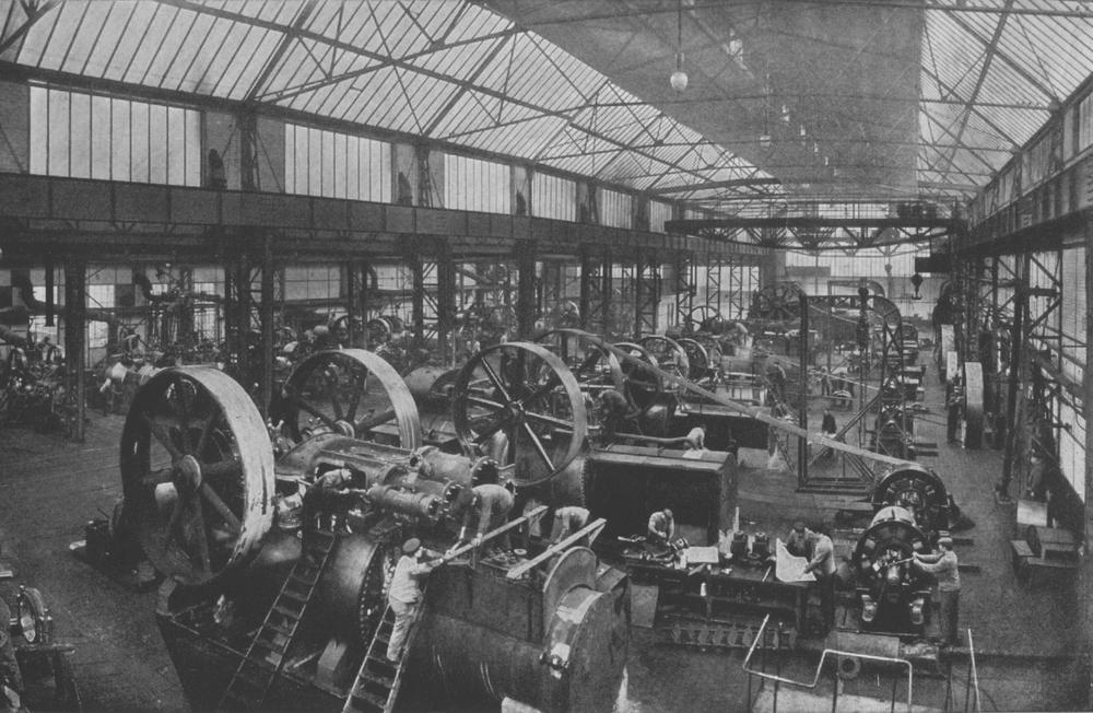 Werkshalle einer Maschinenfabrik für Lokomotiven im 19. Jahrhundert, Bild in Schwarzweiß.