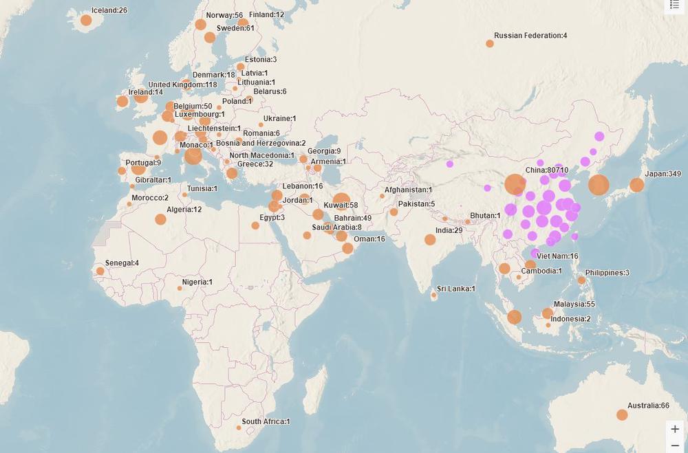 Weltkarte mit Zahlen der Corona-Fälle.