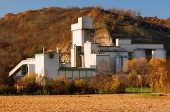Geschlossene Zementfabrik in Ostdeutschland