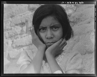 Armes mexikanisches Kind, 1936 aufgenommen von Dorothea Lange in Schwarzweiß