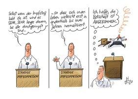 Karikatur von einem Mann im Arztkittel, der sagt, es dauert mit dem Impfstoff gegen Corona noch eine Weile. Ein Mann auf einem Stuhl im Hintergrund fällt in Ohnmacht und daher auf den Boden.