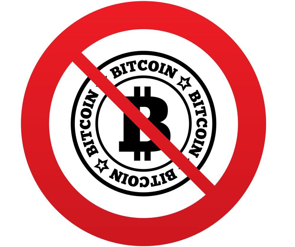 Verbotsschild mit der Aufschrift Bitcoin