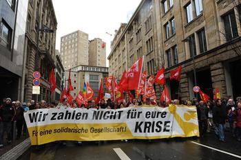 Protestzug gegen die Bankenrettung