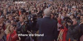 Jeremy Corbyn vor Zuhörern bei einer Veranstaltung