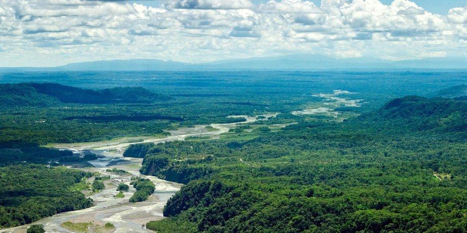 Der Rio Pastaza schlängelt sich durch den Regenwald.