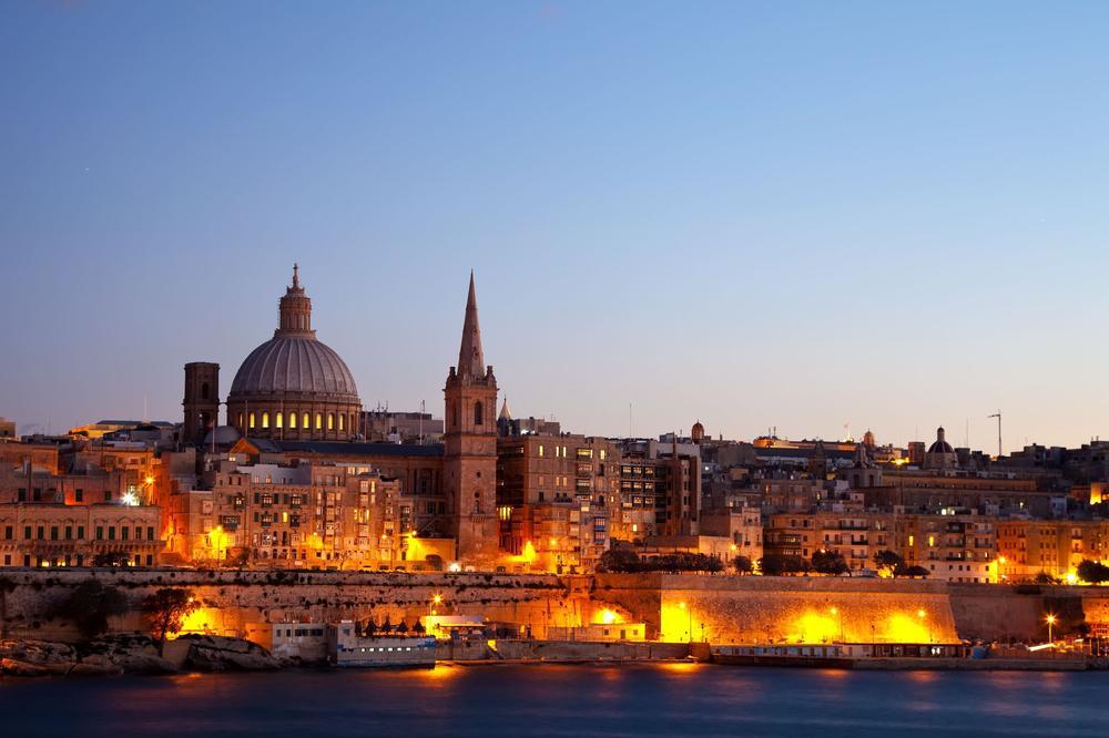 Abendliche Skylin von Maltas Hauptstadt Valetta.