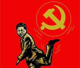 Gemaltetes Plakat mit Xi Jinping, der auf einem Bein steht und mit dem anderen Bein hinter sich ein kreisrundes Emblem mit Hammer und Sichel jongliert.