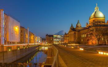 Nachaufnahme aus Leipzig mit dem Gebäude des Bundesverwaltungsgerichts, das im historistischen Stil gebaut wurde..
