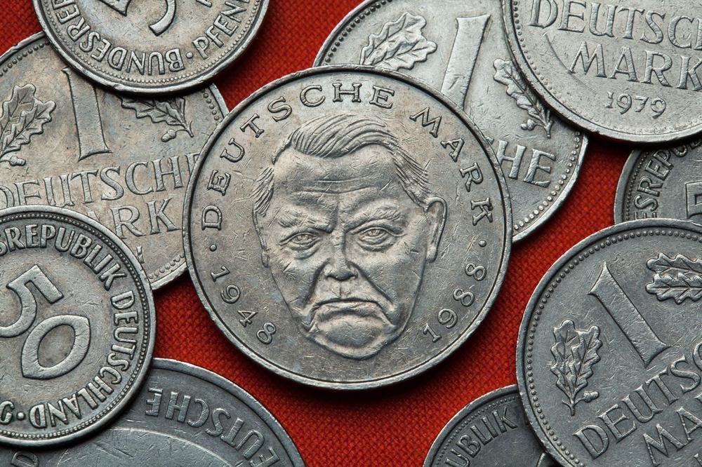 DM-Münzen mit dem Kopf Ludwig Erhard eingraviert