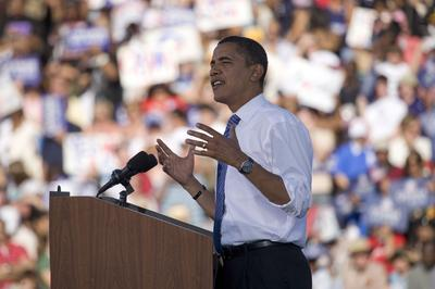 Barack Obama spricht auf einer Kundgebung 2008.