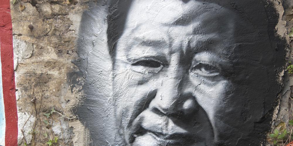 Gemälde von Xi Jinping auf einer Hauswand.