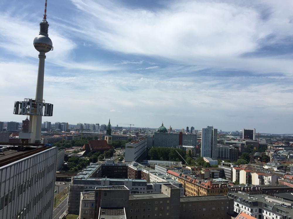 Hausdach des Berliner Verlages am Alexanderplatz