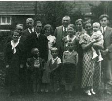 Familie Mathilde und Fritz Husemann mit Kindern und Freunden