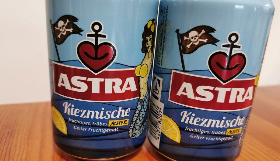 Zwei Dosen mit Astra Kiezmische.