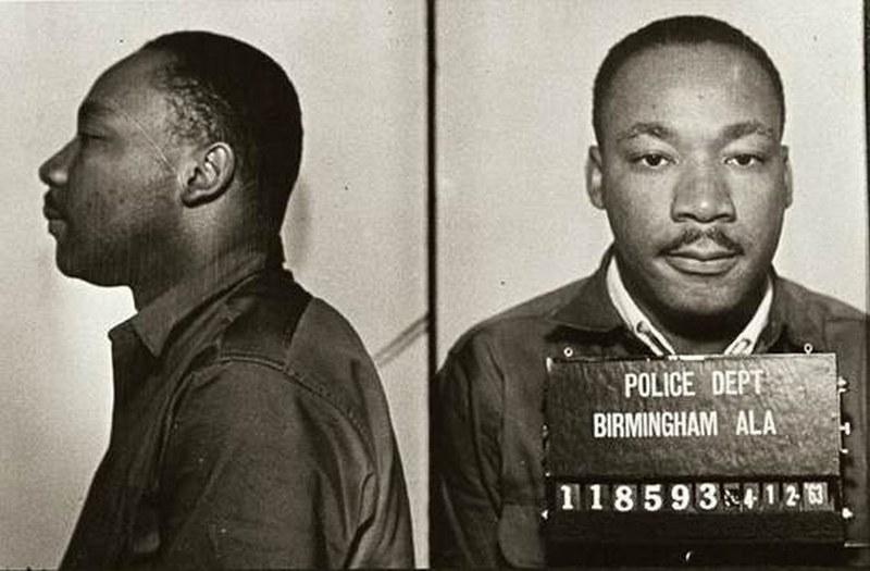 Martin Luther King Jr. auf Polizeifotos mit Häftlingsnummer.