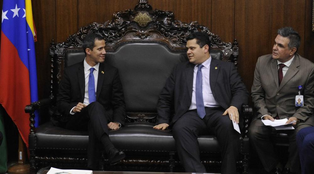 Brasiliens Senatspräsident Davi Alcolumbre trifft sich mit Venezuelas Übergangspräsident  Juan Guaidó.