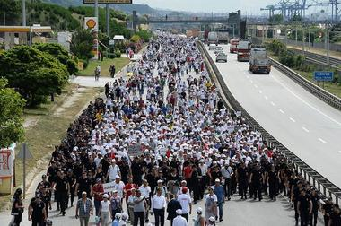Marsch für Gerechtigkeit: Tausende demonstriern gegen Erdogan