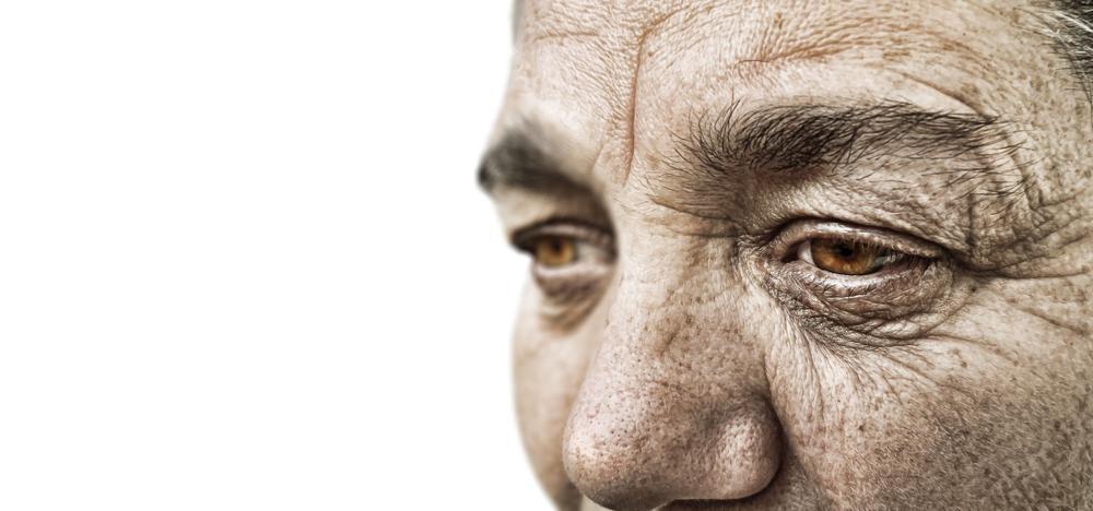 Gesicht einer alten Frau aus der Nähe.