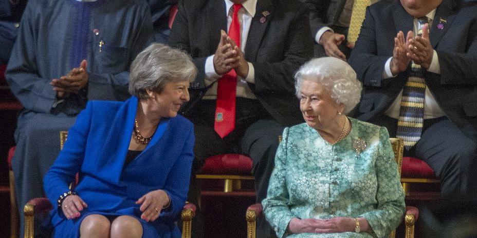 Theresa May mit Königin Elisabeth II.
