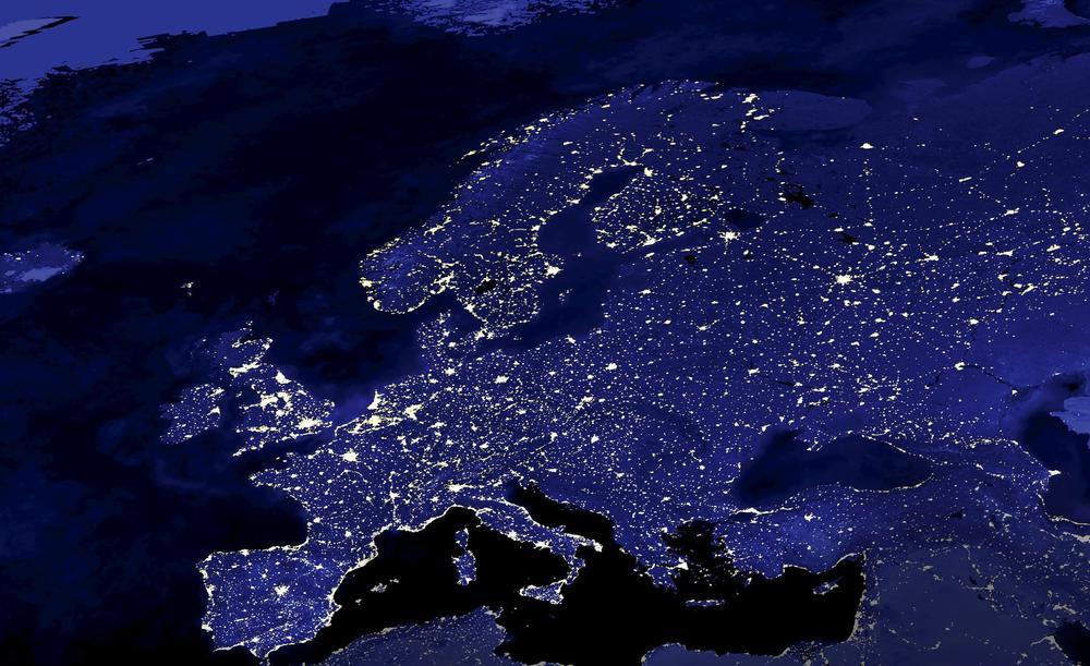 Europa nachts aus dem Weltall gesehen.