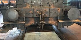 Alte Lok auf Schienen