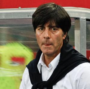 Joachim Löw blickt skeptisch.