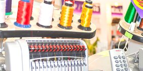 Textilindustrie / industrielle Nähmaschine