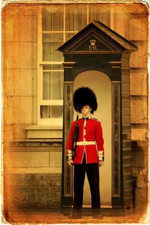 Wachsoldat der königlichen Garde mit Grenadiermütze.