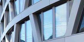 Glasfassade eines Berliner Bürogebäudes
