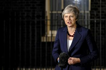 Theresa May vor ihrem Amtssitz