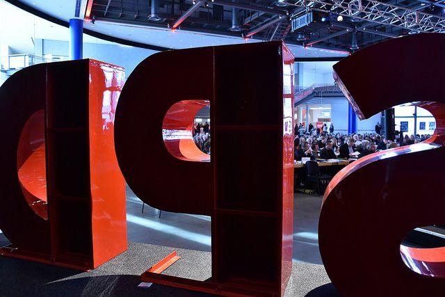 Die große Buchstaben SPD von hinten.
