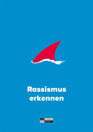 Blaues Plakat mit einer roten Haifischflosse in der Mitte, dass auf einen Haiangriff anspielt
