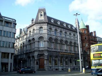 Das historische Gebäude der Irischen Nationalbank.