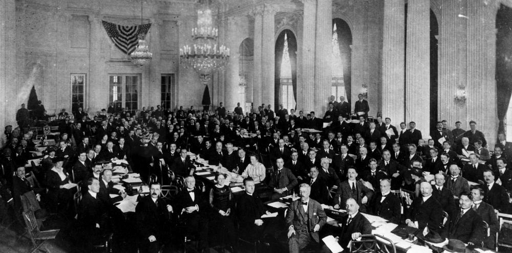 Blick in den Saal mit den Gründungsdelegierten der ILO.