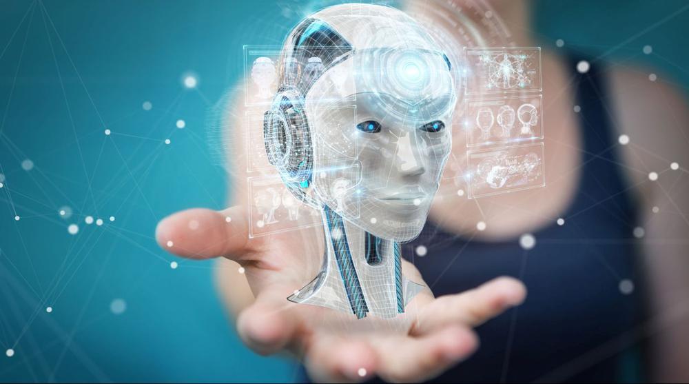 Im Vordergrund ein Roboterkopf, der von Strahlen umgeben ist, im Hintergrund eine Frau, die ihre Hand nach dem Kopf ausstreckt.