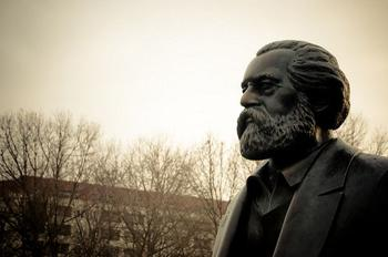 Ansicht des Marx-Kopfes der Marx-Engels-Statue auf dem Marx-Engels-Forum