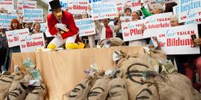 Aktion der Protestgruppe Umfairteilen